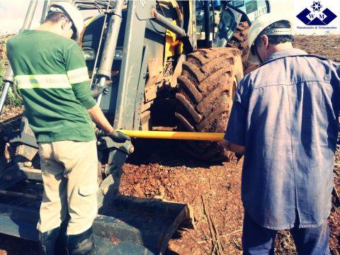 Treinamento para eliminação do uso marretas convencionais nas manutenções mecânicas dos equipamentos florestais.