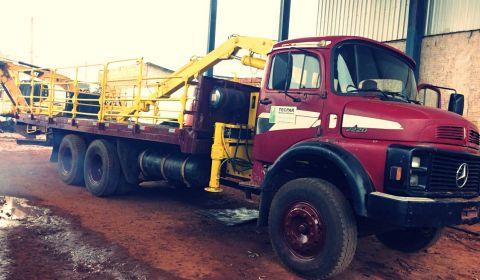 Manutenção no caminhão Munck MB 2220.