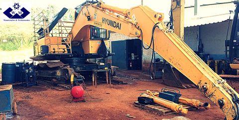Manutenção na Hyundai 220LC - 9s.